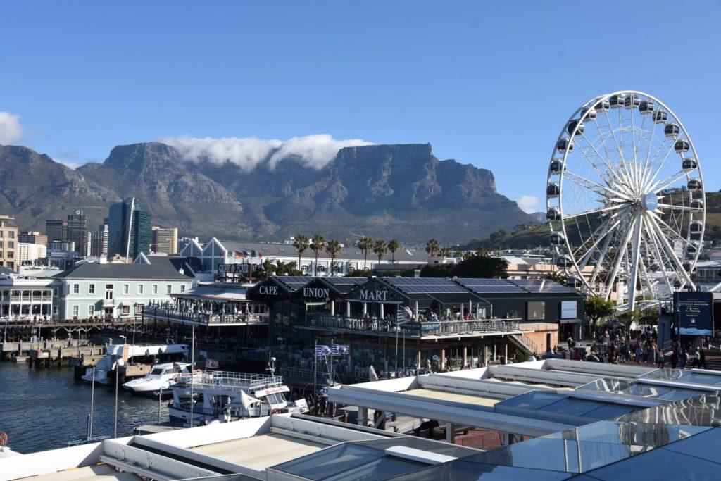 Waterfront in Kapstadt mit Tafelberg im Hintergrund