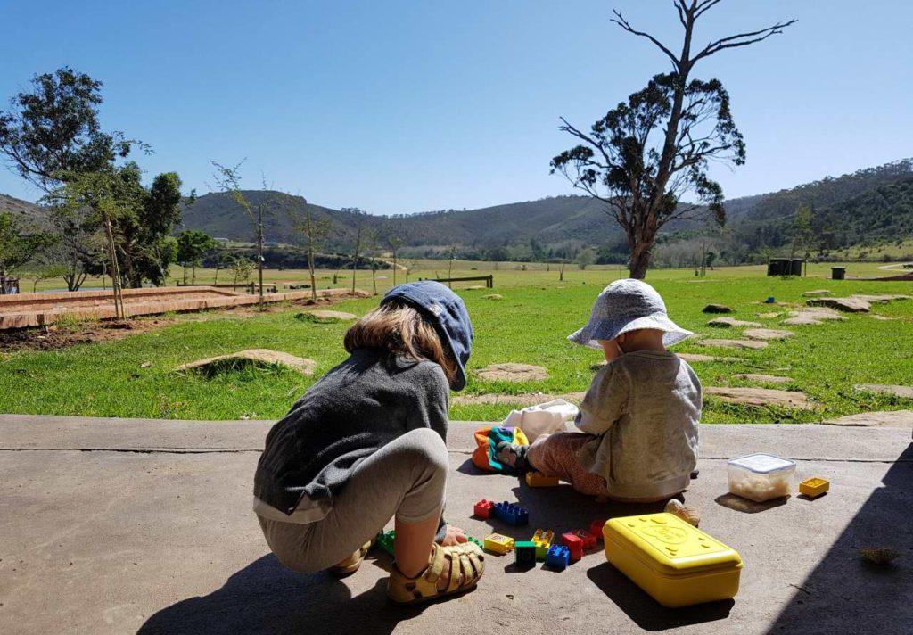 Kinder spielen im Botlierskop Game Reserve